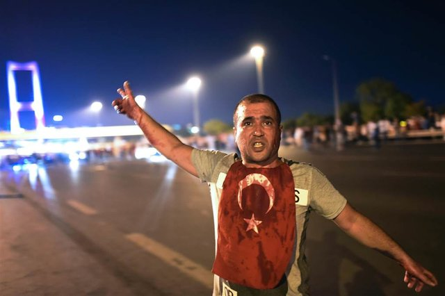 بیانیه اتحادیه اروپا به مناسبت دو سالگی برجام/ محکومیت عملیات استشهادی علیه اسرائیل توسط محمود عباس/ بازداشت 7 هزار نفر در ترکیه به مناسبت سالروز کودتا/تحقیقات محرمانه درعربستان برای پیگرد بی نمازها