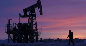 Russia Surpasses Saudi Arabia in Oil Output in May