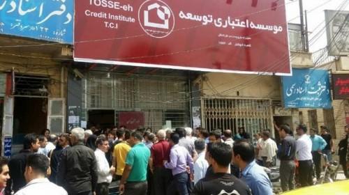 رئیس دولت در موضوع مؤسسات مالی ورود کند/ مردم رئیس بانک را در یکی از شهرها به درخت بستند