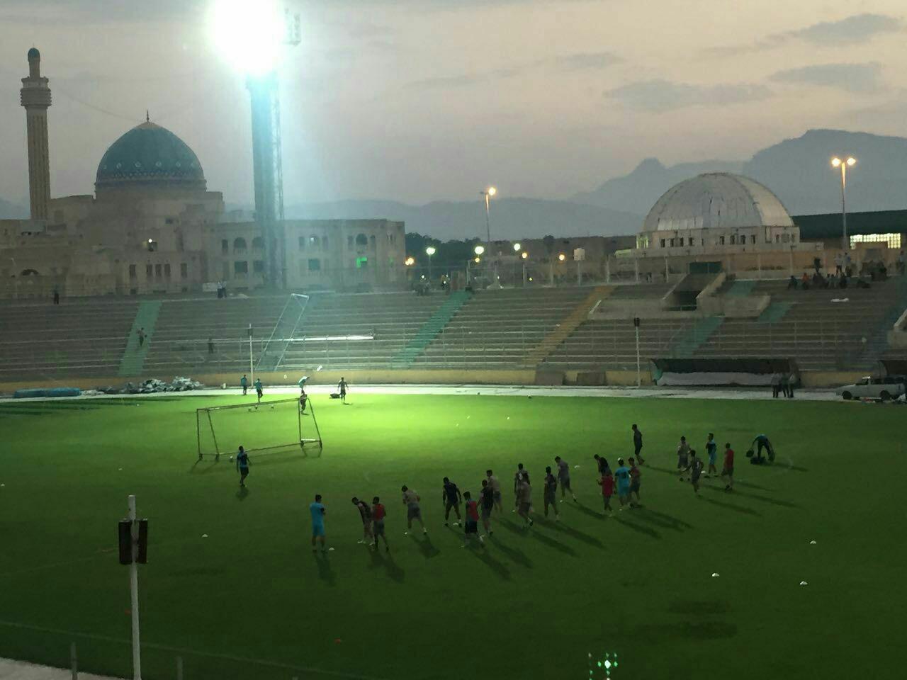 نور بسیار پایین ورزشگاه لیگ برتری +عکس