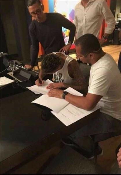 نیمار رسما قراردادش را با پاریسن ژرمن امضا کرد+عکس