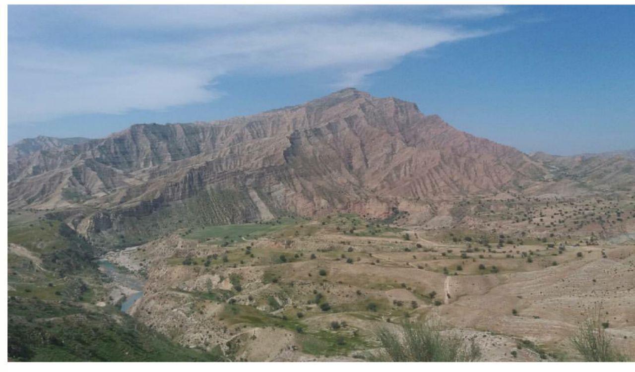 کوه سرخ در بیست و پنج کیلومتری کازرون