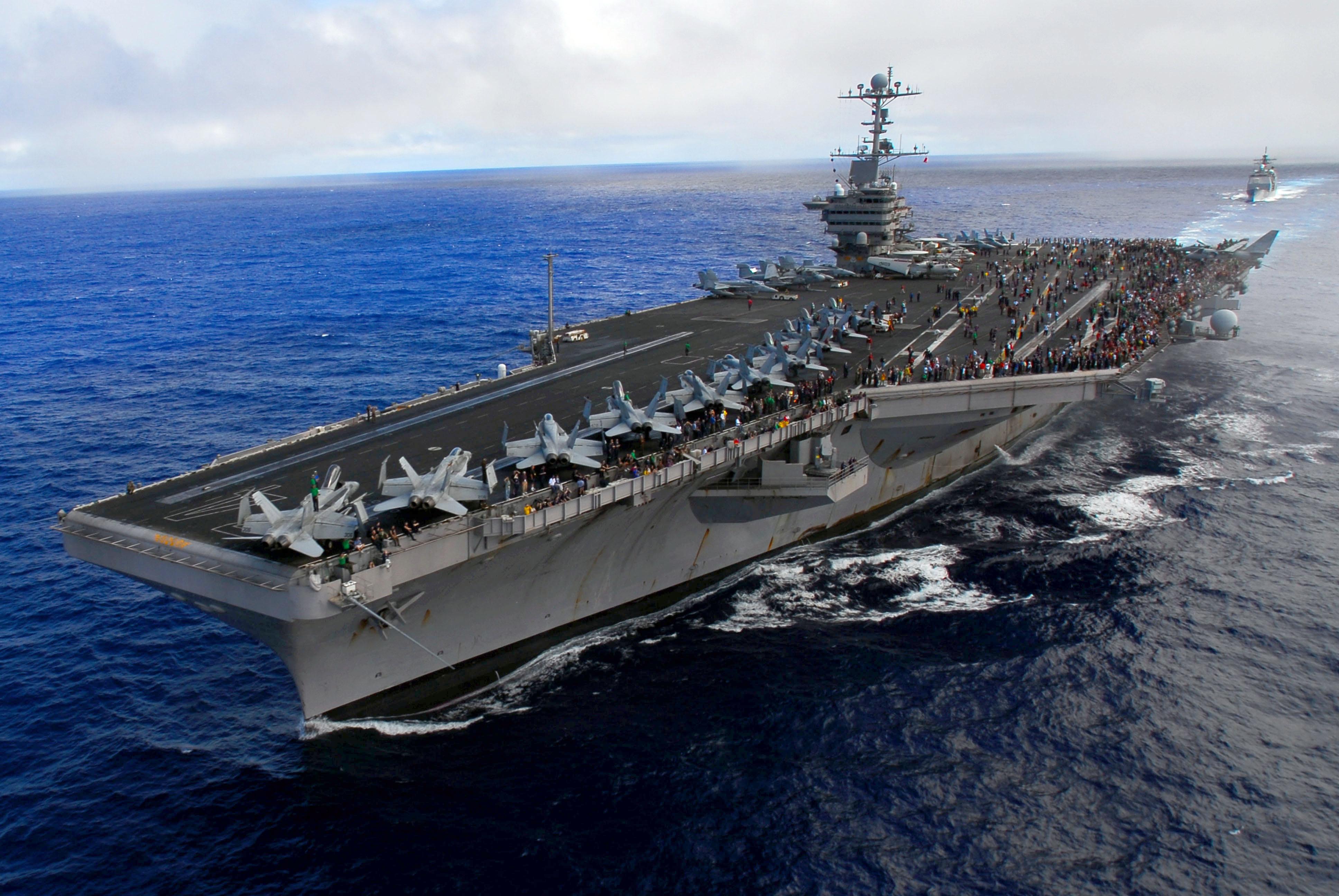 پهپاد ایران مانع از فرود جنگنده آمریکایی بر ناو «نیمیتز» شد