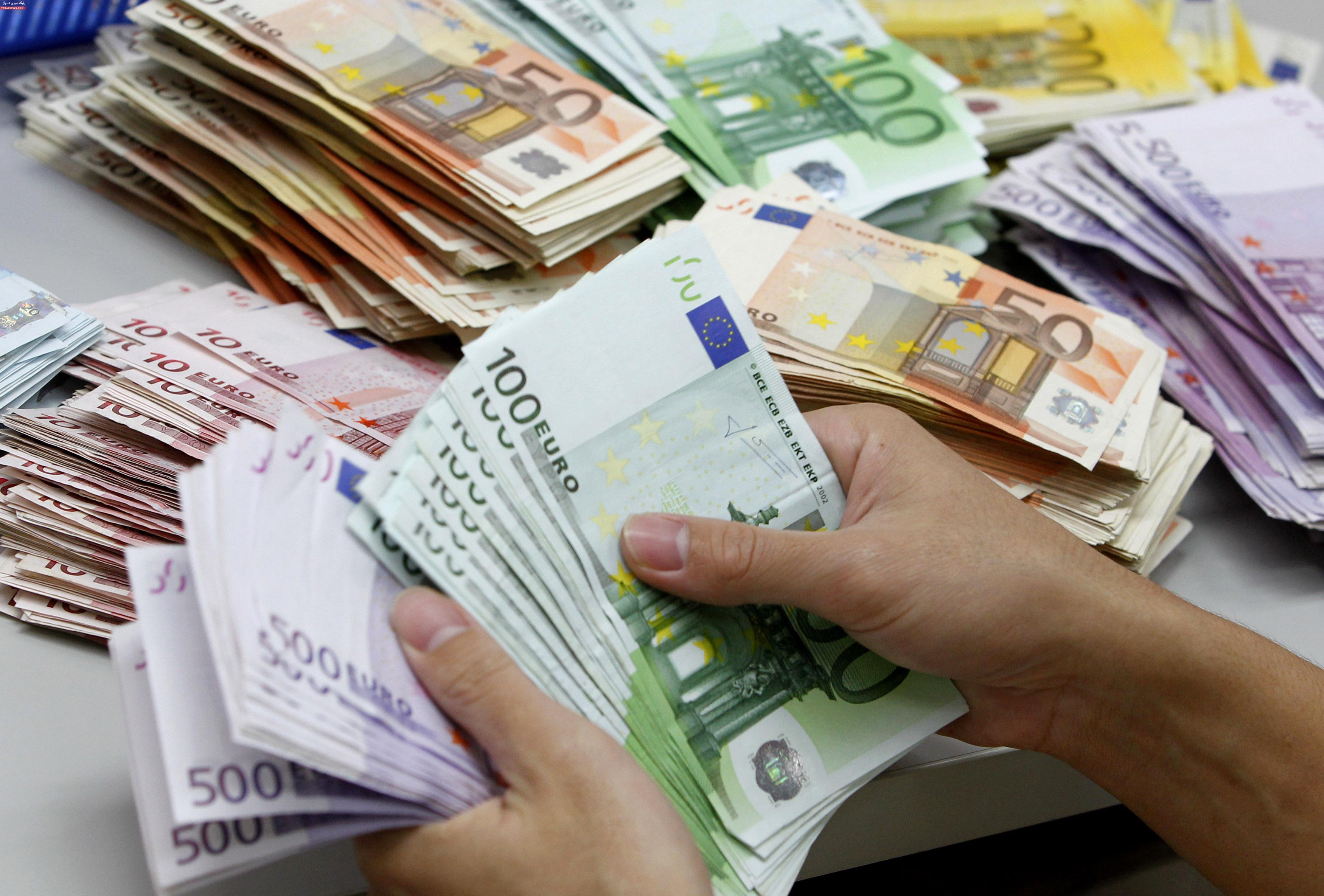 افت قیمت دلار و رشد یورو در بانک مرکزی
