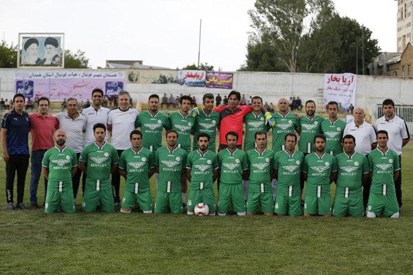 تیم فردوسی پور،ستاره های دیروز فوتبال را چهارتایی کرد