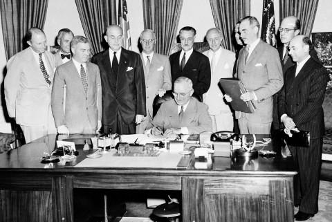 نشست امضاء پیمان آتلانتیک شمالی (ناتو)