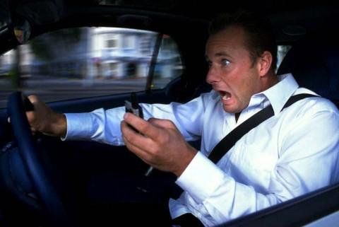 چرا حرف زدن با موبایل جریمه دارد؟