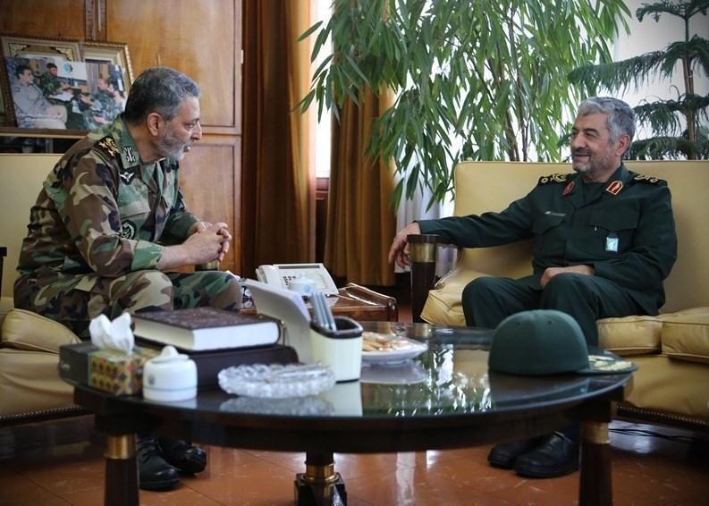 دیدار فرمانده کل سپاه با فرمانده جدید ارتش