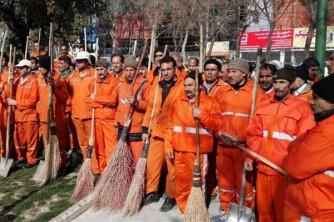 شهردار عصبانی با تکیه بر قانون همه معترضان را اخراج کرد! +فیلم