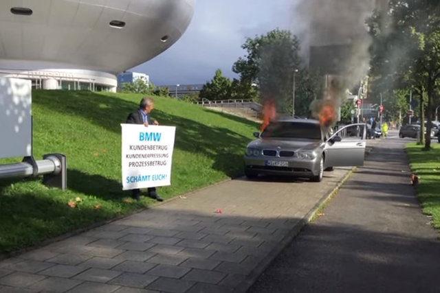 آتش زدن خودروی «ب امو» به نشانه اعتراض