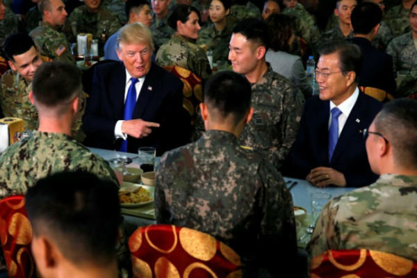 ورود ترامپ به کره جنوبی درمیان اعتراضات ضدآمریکایی,
