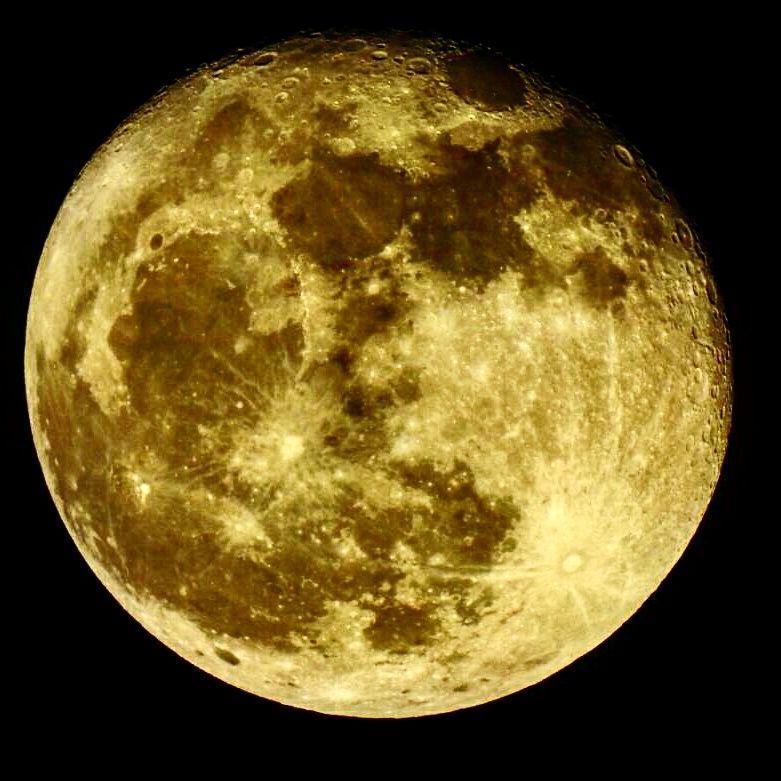 ماه از نمای نزدیک