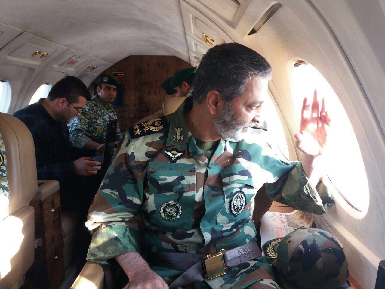 نجات مردم از زیر آوار توسط تکاوران ارتش