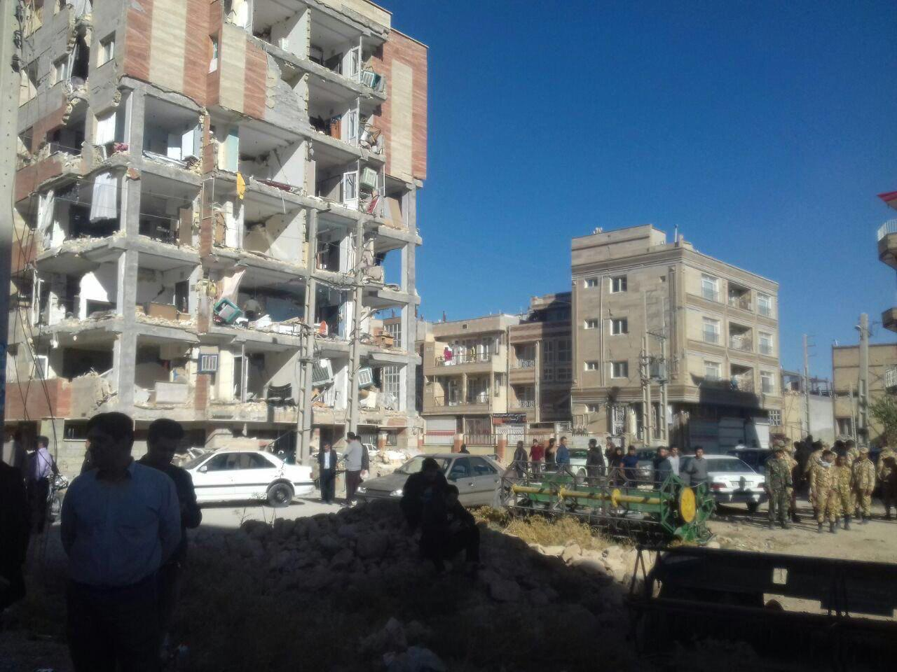 دو ساختمان نوساز در کنار هم بعد از زلزله!