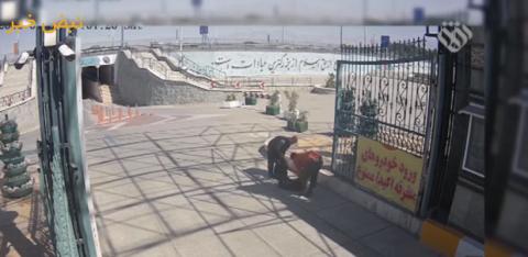 تصاویر کامل و دقیق لحظه به لحظه حمله تروریستی به مجلس و حرم امام خمینی