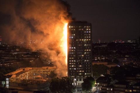 تمامی تصاویر آتش سوزی برج لنکستر