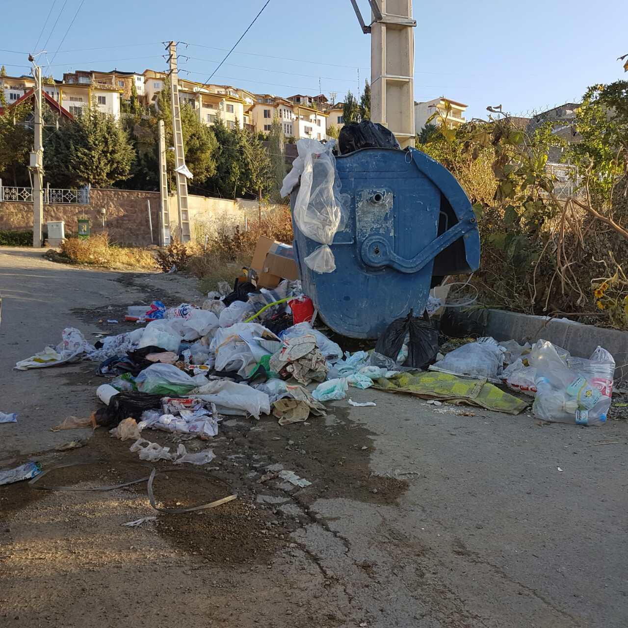 وضعیت سطل زباله/رودهن/ابتدای شهرک نور