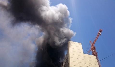 تصاویر آتش سوزی هتل نزدیک حرم رضوی
