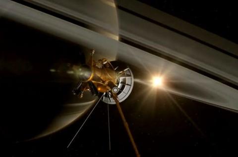 کاسینی در نزدیکی سطح زحل