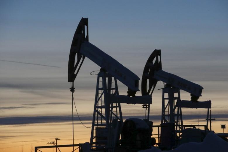 کاهش قیمت نفت با افزایش تولید نفت آمریکا علیرغم تمدید قرارداد اوپک