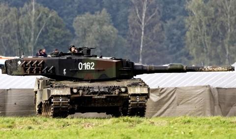 بررسی تانک اصلی میدان نبرد لئوپارد-2