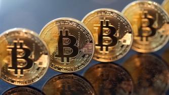 حراج سکه برای کنترل یا بالا بردن قیمت سکه؟/ تصمیمگیری دیرهنگام بانک مرکزی در خصوص پولهای مجازی / از...