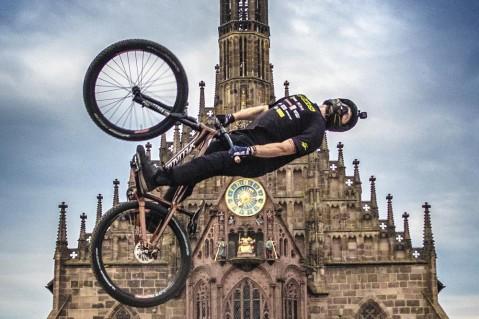 فیلمی  هیجان انگیز از پرش با دوچرخه