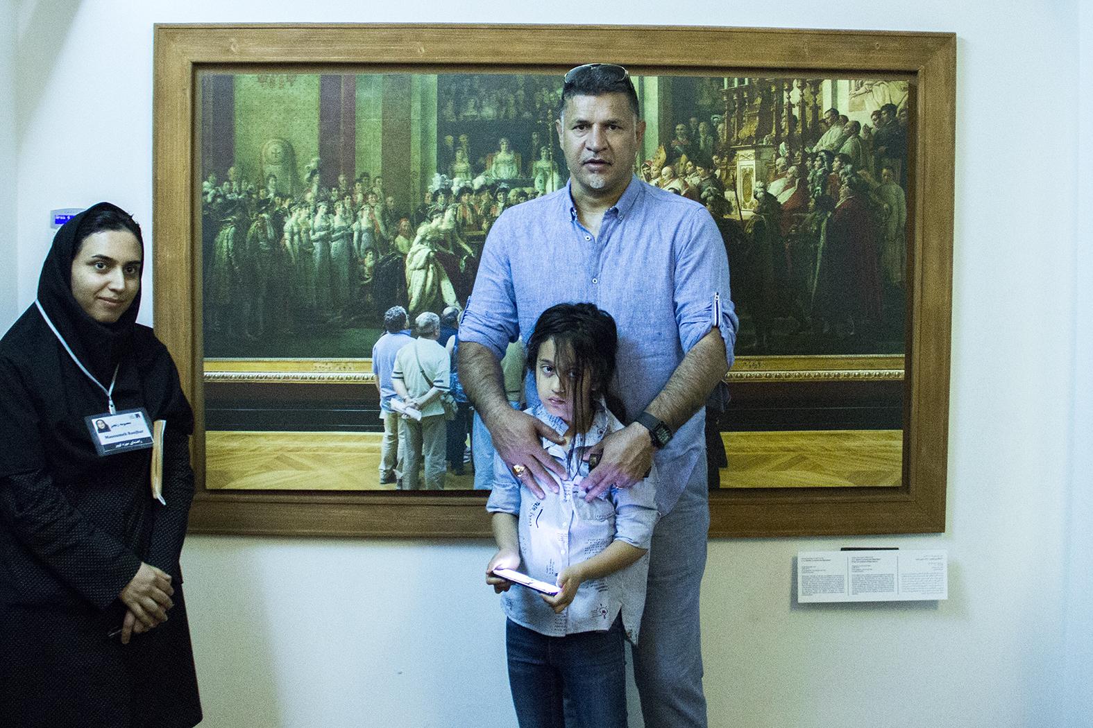 عکس های بازدید خانوادگی علی دایی از موزه لوور