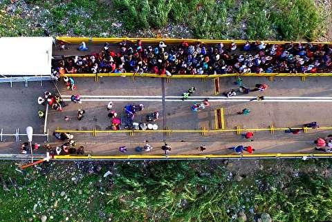 ساخت کیف با اسکناس در ونزوئلا و فرار مردم