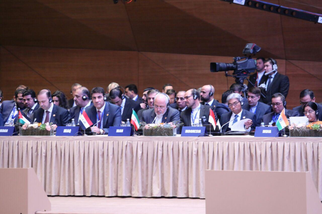 ترامپ خطاب به اعراب: ما نباشیم، دو هفته هم دوام نمیآورید/آمادگی ایران برای بازگشت سریع به غنیسازی 20 درصد/صحبتهای ضد آمریکایی ظریف در باکو