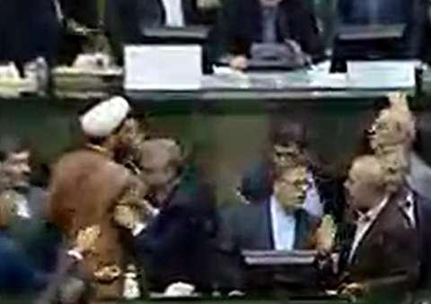 تنش در مجلس هنگام سخنرانی سیف