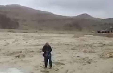 سیل مهیب در خوزستان و نجات پیرمرد گرفتار