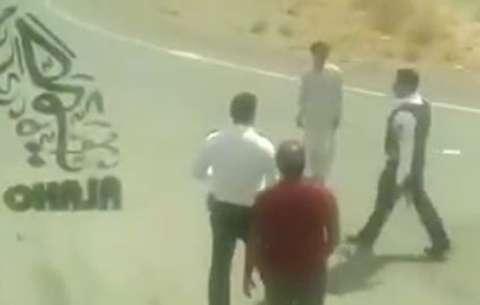 برخورد فیزیکی افسر پلیس با راننده در زاهدان