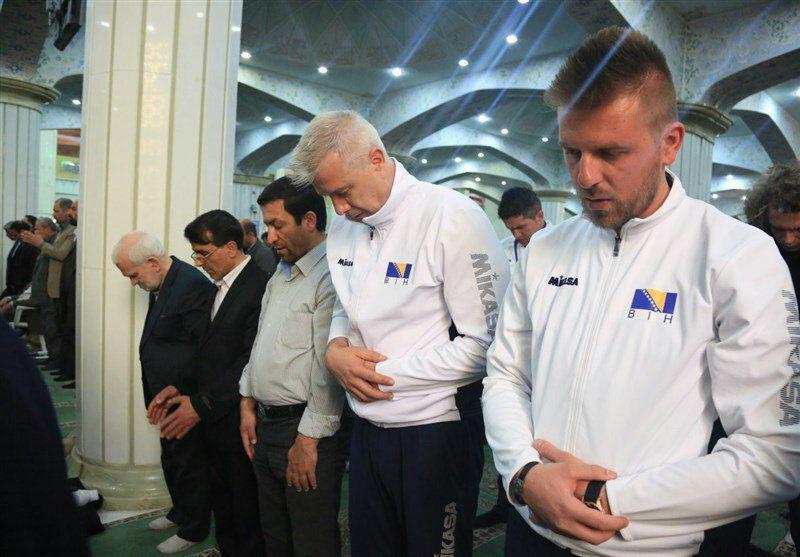 عکسی از حضور اروپایی ها در نمازجمعه امروز تبریز