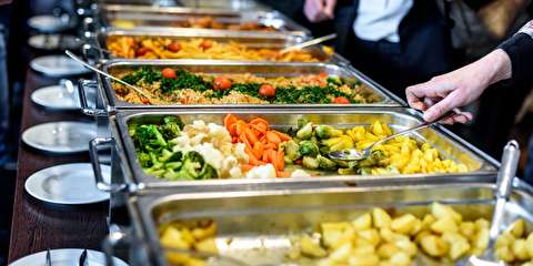 چگونه رستورانهای «بوفه باز» پول در میآورند؟