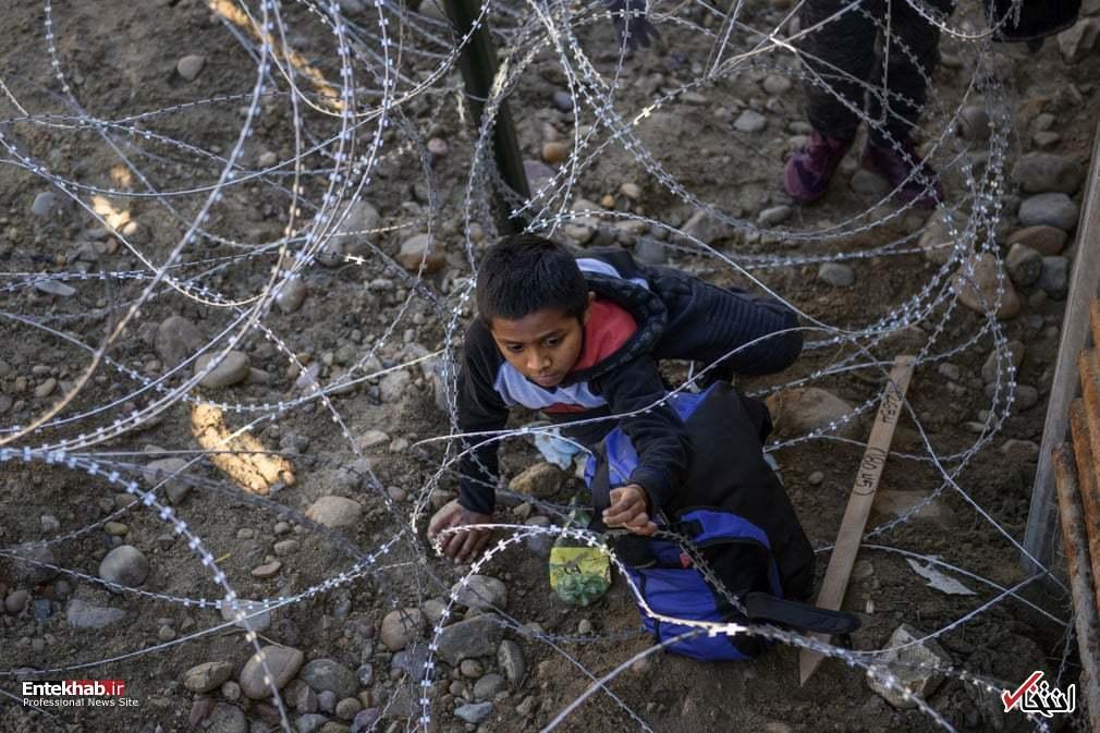 گیرکردن کودک مهاجر در سیم خاردار مرز آمریکا