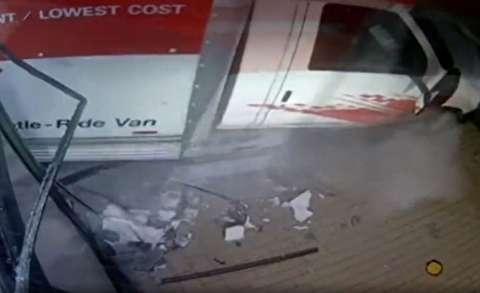 سرقت ATM از فروشگاه با خودرو