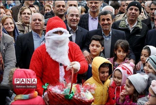 عکس یادگاری احمدینژاد با بابانوئل!/توضیحات نمایندهای که پدرش امامزاده است!/نظر علی مطهری درباره نتیجه برگزاری رفراندوم حجاب/باور کنید هاشمی رفته است، دیگر هم برنمی گردد!