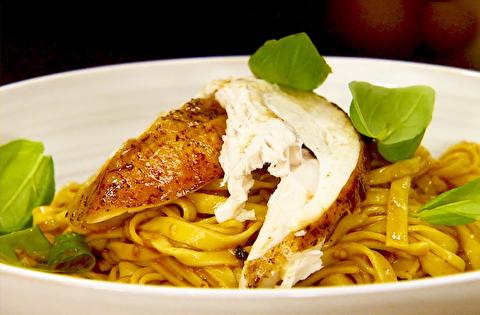 طرز تهیه پاستا با مرغ بریانی مدیترانهای