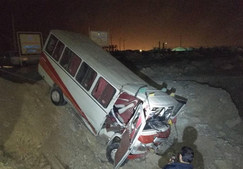 ۱۳ در تصادف مینیبوس کارگران پتروشیمی بوشهر