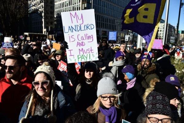 راهپیمایی کارمندان آمریکا در اعتراض به تعطیلی دولت