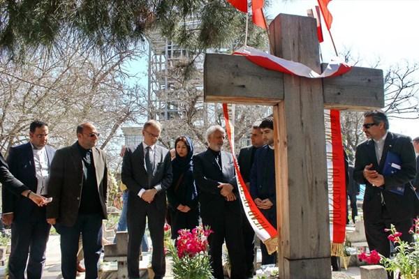 واکنش ظریف به نمایش ضدایرانی آمریکا در ورشو