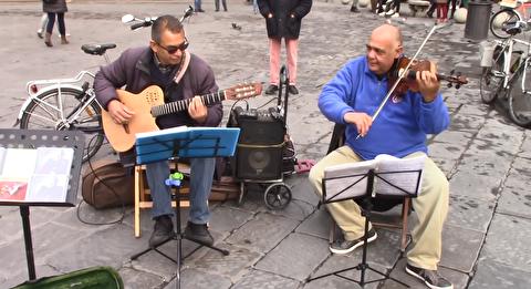 دوئت ویولون و گیتار در خیابانهای فلورانس