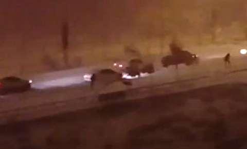 مردم تبریز در برف گیر افتادند