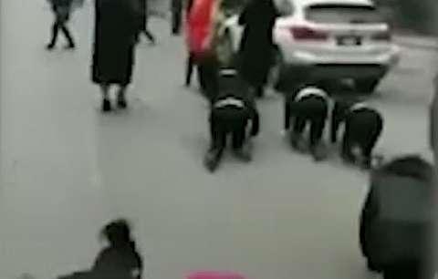تنبیه جنجالی و توهینآمیز کارمندان در چین