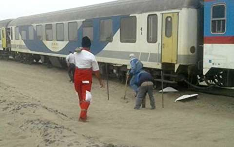 لحظات بازگشت قطار کرمان-زاهدان به ریل