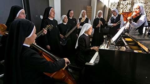 گروه موسیقی راک راهبهها