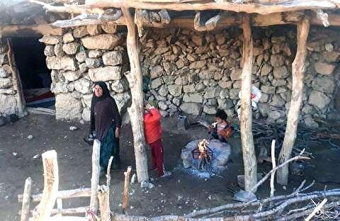 زنی که با 2 فرزند در کوه زندگی میکند