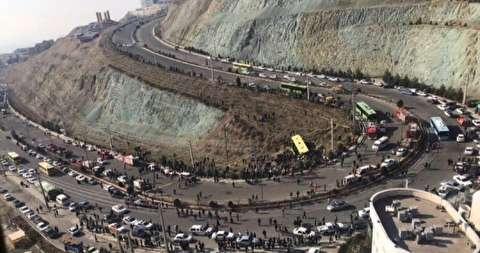 دانشگاهی بر فراز کوه با جادهای پرخطر