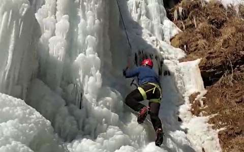 آبشاری از یخ در آذربایجان